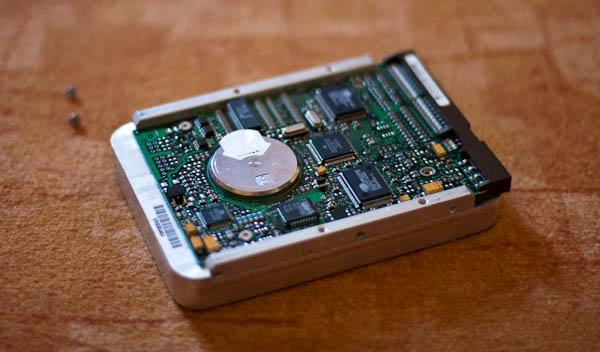 Magnete aus einer Festplatte zum Geocachen